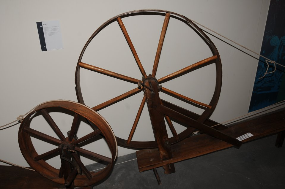 Filature - Small and large spinning wheels.JPG